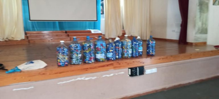 Ένας μαθητής παράδειγμα – Συλλογή 100.000 πλαστικών πωμάτων!