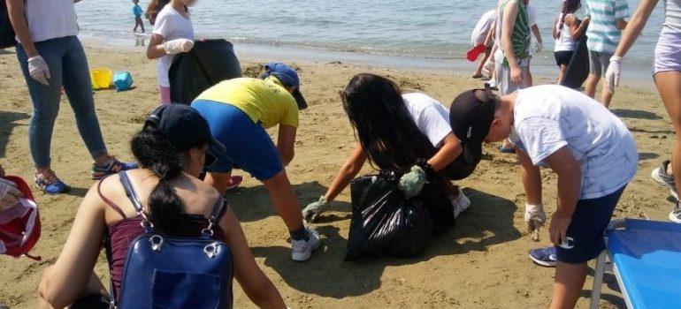 """Καθαρισμοί ακτής στο πλαίσιο του έργου """"Zero Waste Beach"""""""